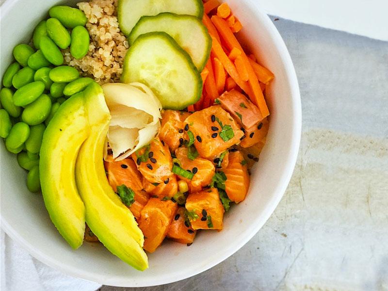 poke bowl quinoa saumon avocat